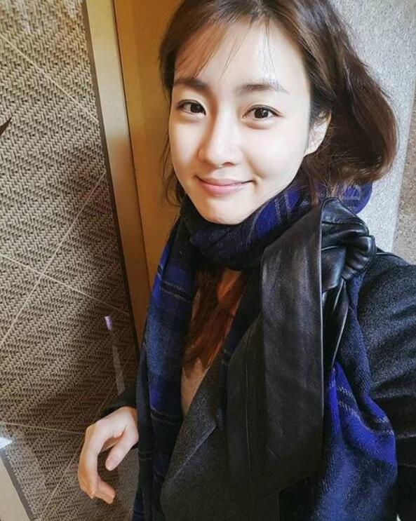 【蜗牛棋牌】姜素拉 韩国活泼可爱女星写真照、生活照鉴赏及个人资料