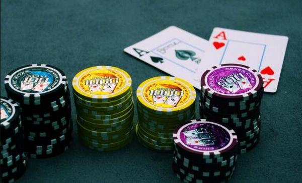 【蜗牛棋牌】德州扑克不要为了让对手弃牌而超额下注