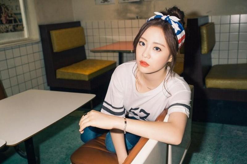 【蜗牛棋牌】许英智 韩国女子演唱组合KARA成员美照鉴赏
