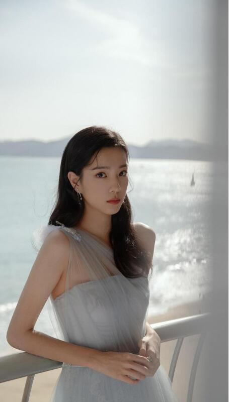 【蜗牛棋牌】庄达菲 第24届 亚洲内容大奖最佳新人美照分享及个人资料