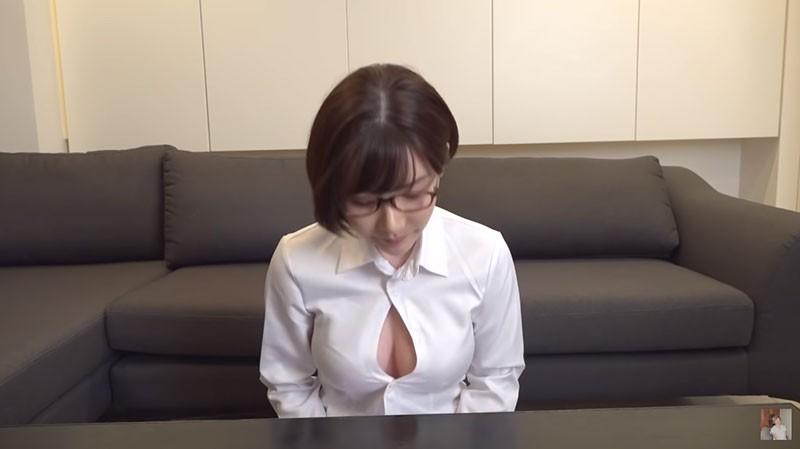 """【蜗牛棋牌】道歉的时候要露出胸部是常识吧?""""深田えいみ""""示范最标准谢罪造型"""