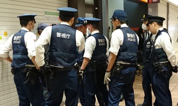 【蜗牛棋牌】日本某黑帮非法扑克室被警方捣毁