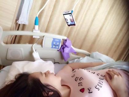【蜗牛棋牌】40岁徐若瑄卧床待产 防肌肉萎缩用弹力带运动