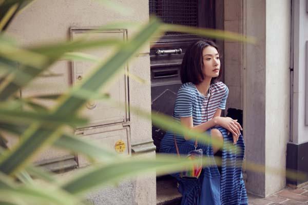 【蜗牛棋牌】万茜时尚街拍大片  chic风邂逅法式浪漫