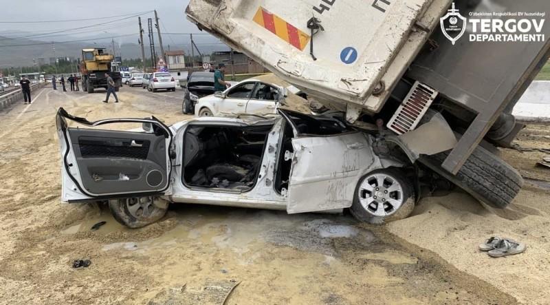 【蜗牛棋牌】乌兹别克斯坦一货车失控造成连环相撞事故 致7死14伤