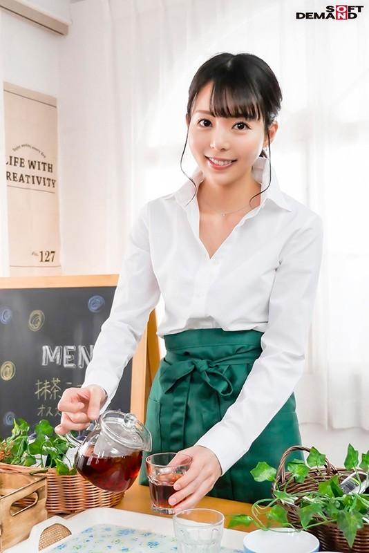 【蜗牛棋牌】性感带在膝盖!在咖啡厅打工的她要在30岁前体会高潮的滋味! …