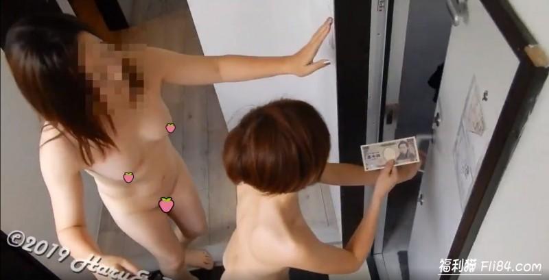 【蜗牛棋牌】樱花妹叫披萨浴巾滑落,白嫩柔软直接裸露,外卖小哥大饱眼福!