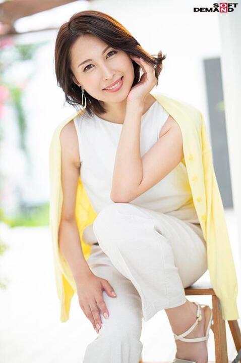 【蜗牛棋牌】佐田茉莉子(Sada-Mariko)STARS-404:史上最熟的S级片商专属移籍!她野兽化吞食男优!