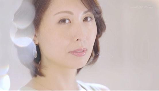 【蜗牛棋牌】史上最熟的S级片商专属移籍!她野兽化吞食男优!