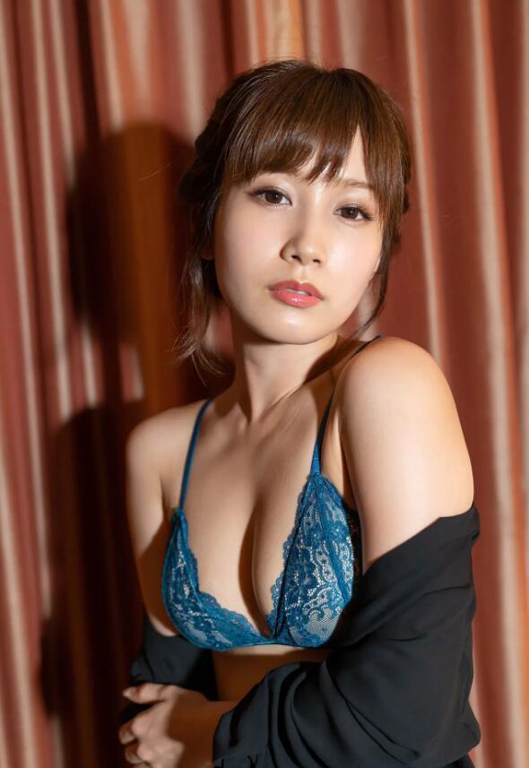 【蜗牛棋牌】小岛南(小島みなみ)SSIS-003:可爱教主化身甜美嫩妻理性崩坏出轨前男友!