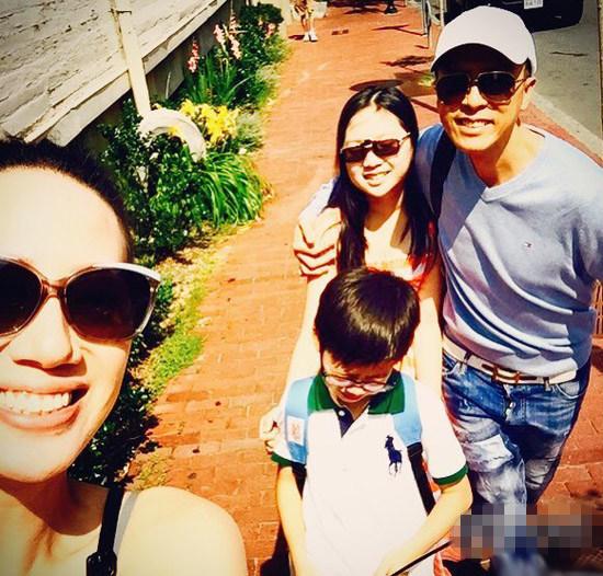 【蜗牛棋牌】甄子丹携妻儿赴波士顿探双亲 全家欢乐出镜