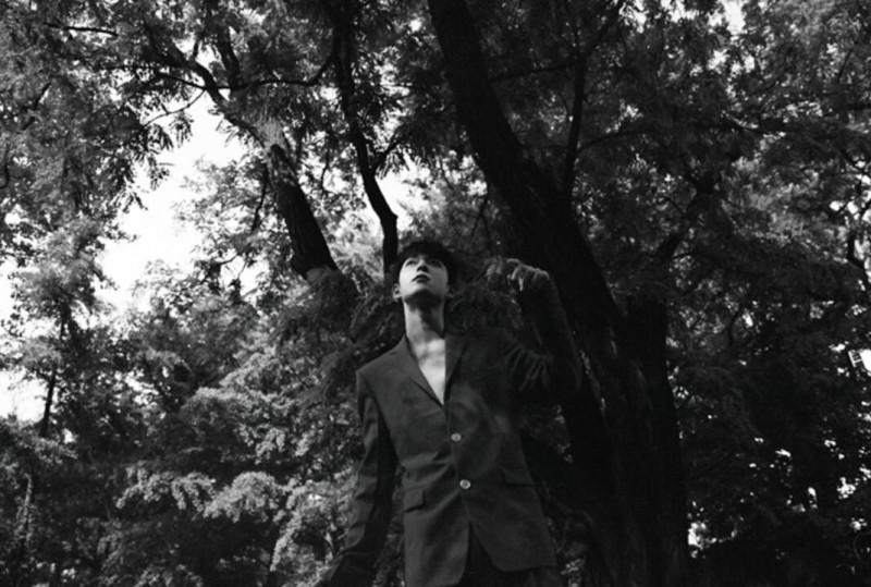 【蜗牛棋牌】吴宇恒花园胶片感大片释出 假日复古感诠释夏日影像