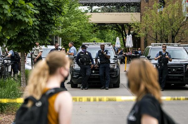 【蜗牛棋牌】美联邦法警执法时出现枪击 致1死1伤