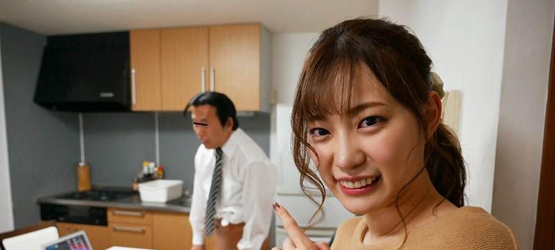 """【蜗牛棋牌】痴女魂爆发!粉丝在家视讯会议,""""美谷朱里""""却在桌下帮吃肉肉!"""