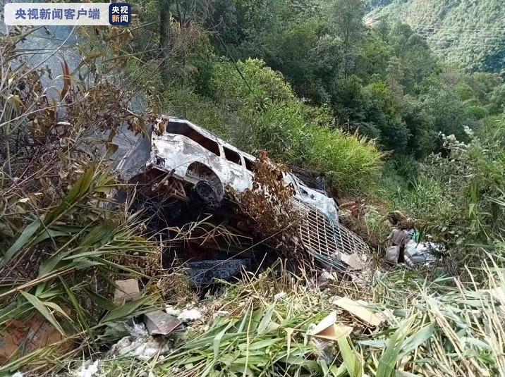 【蜗牛棋牌】缅甸掸邦长途汽车坠崖 已致4死6伤