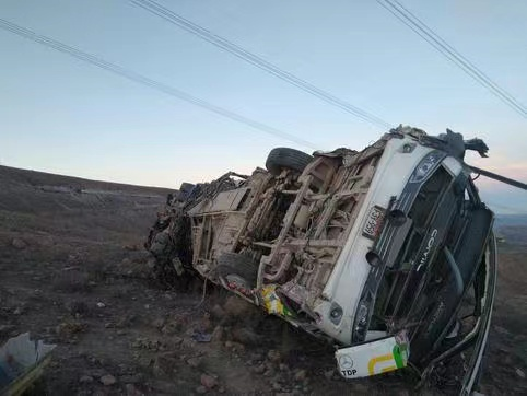 【蜗牛棋牌】秘鲁一辆巴士从山路坠落 造成至少27人死亡4人受伤