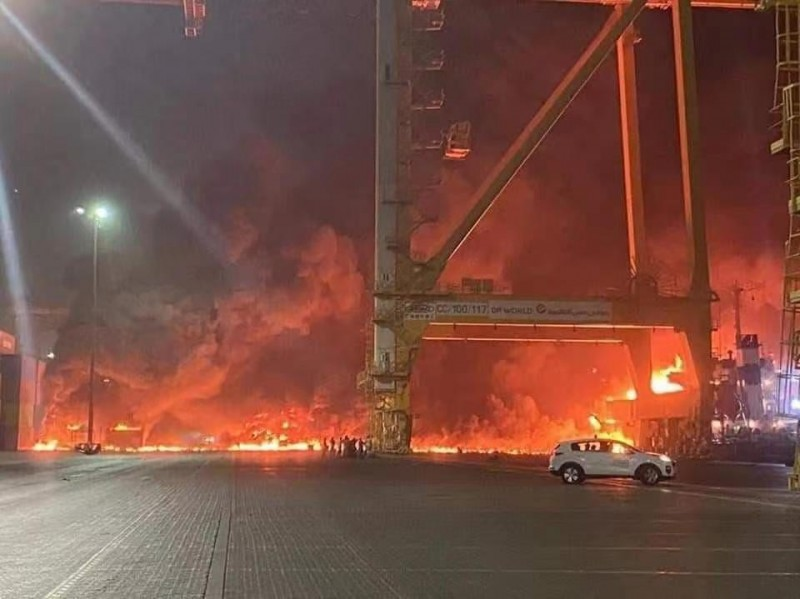 【蜗牛棋牌】阿联酋迪拜杰贝阿里港口发生火灾