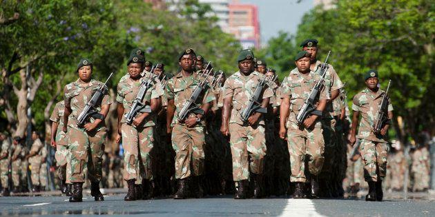 【蜗牛棋牌】南非将派遣国防军平息骚乱