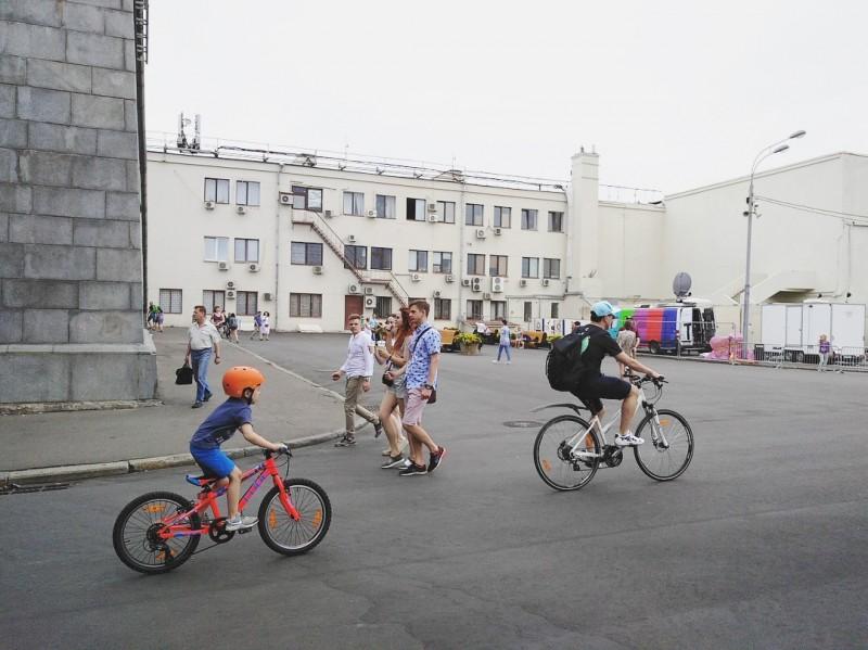 """【蜗牛棋牌】""""从莫斯科骑去圣彼得堡"""",全俄最长自行车道开建"""